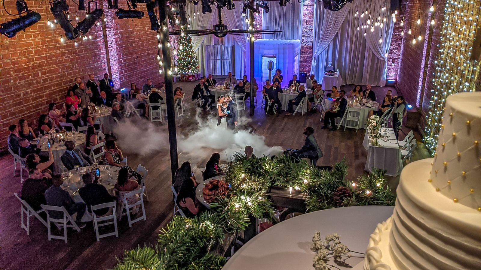 2019-12-08-courtyard-wedding-and-foggy-first-dance